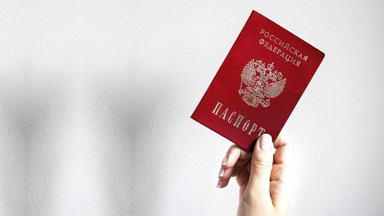 Госслужащим запретили иметь двойное гражданство