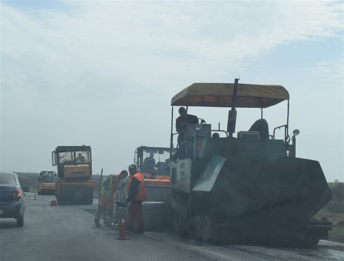 Ремонтируют дорогу в районе шахты «Садкинской»