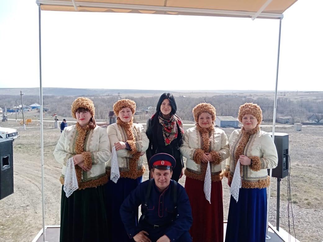Агиткультбригада Дворца Культуры им. Чкалова организовала и провела концерт в хуторе Семимаячном