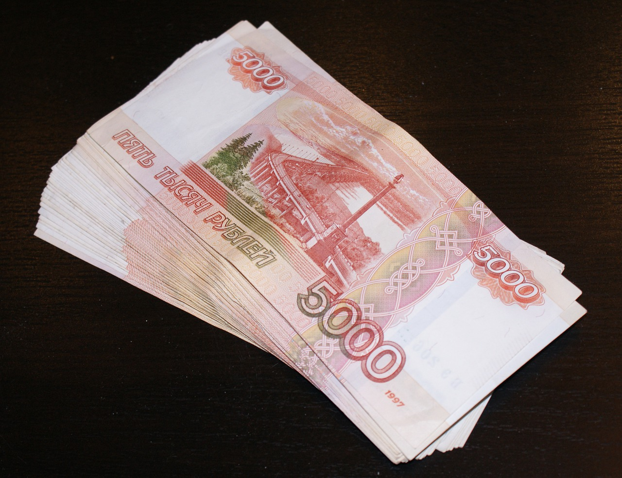 Лжесотрудница банка украла 750 тыс. рублей у ростовчанки