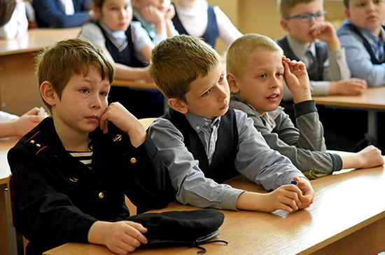 Путин предложил разрешить родительским комитетам контролировать школьное питание