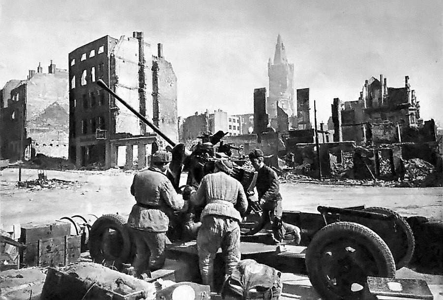 9 апреля — взятие Кенигсберга советскими войсками