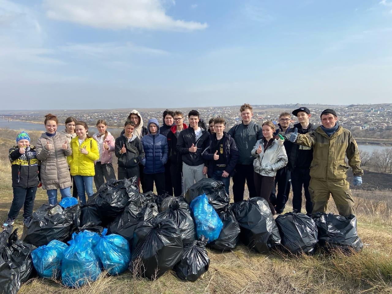 Собрали 27 мешков мусора