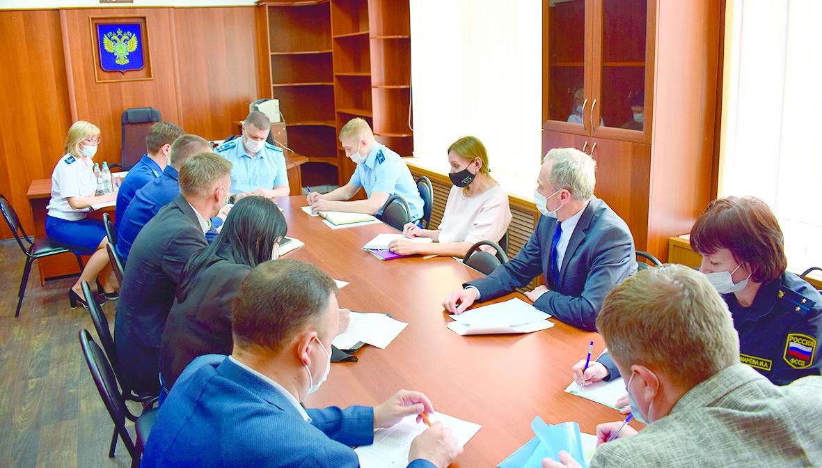 Вернуть долги по зарплате: в Белокалитвинской прокуратуре прошло заседание