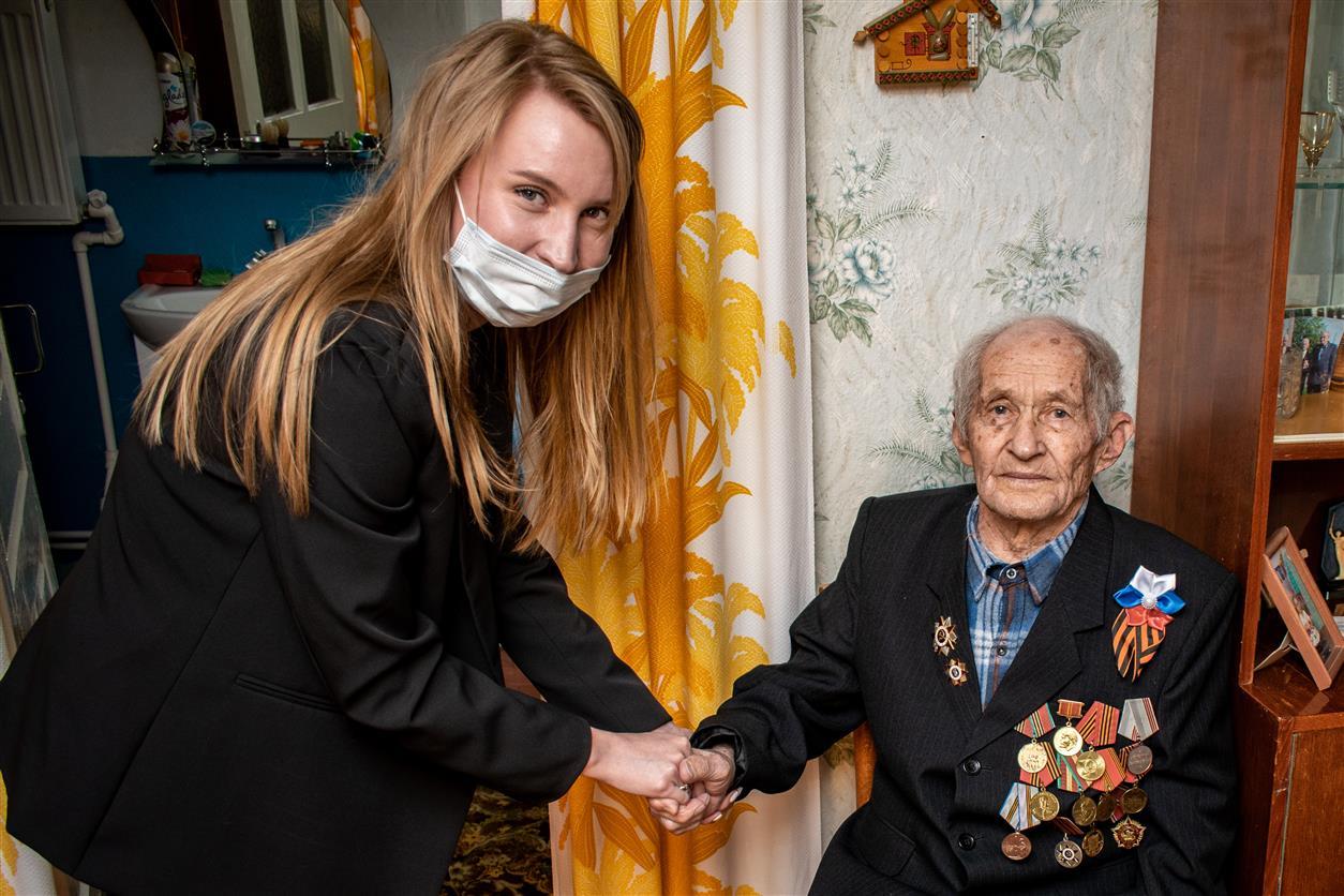 Ветераны Белокалитвинского района получили подарки ко Дню Победы от «ФосАгро-Дон»