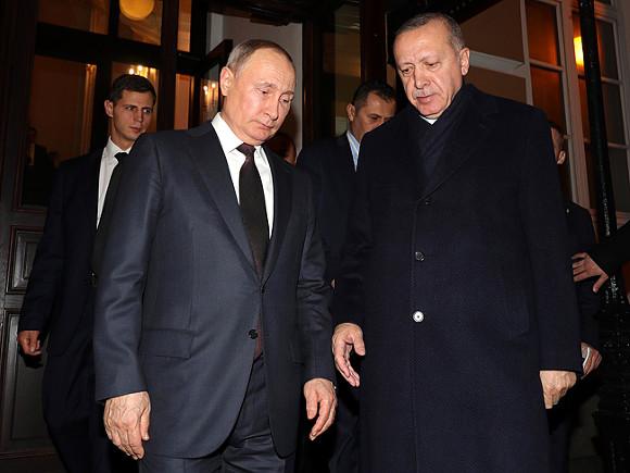 Лидеры России и Турции договорились о возобновлении туристических связей после закупки «Спутника V»