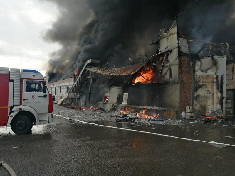 В Ростове-на-Дону произошел пожар в двухэтажном складе на Вавилова