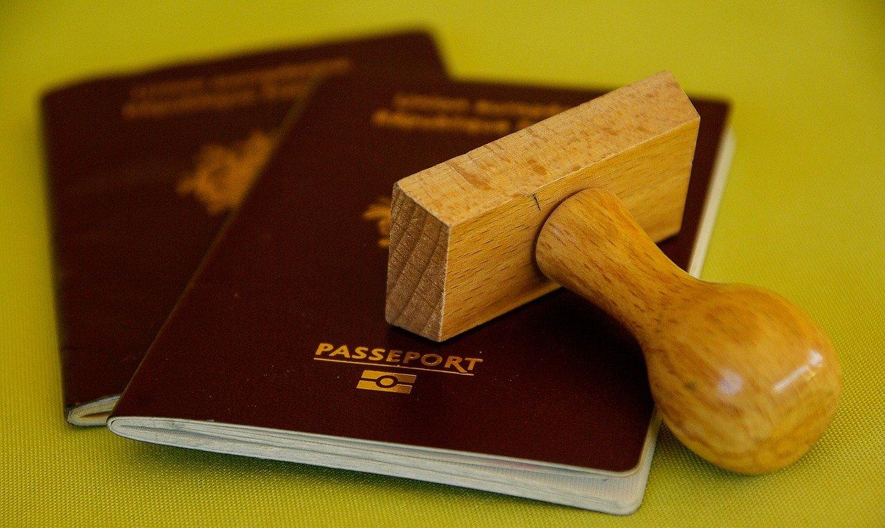 Германия возобновляет выдачу виз для россиян