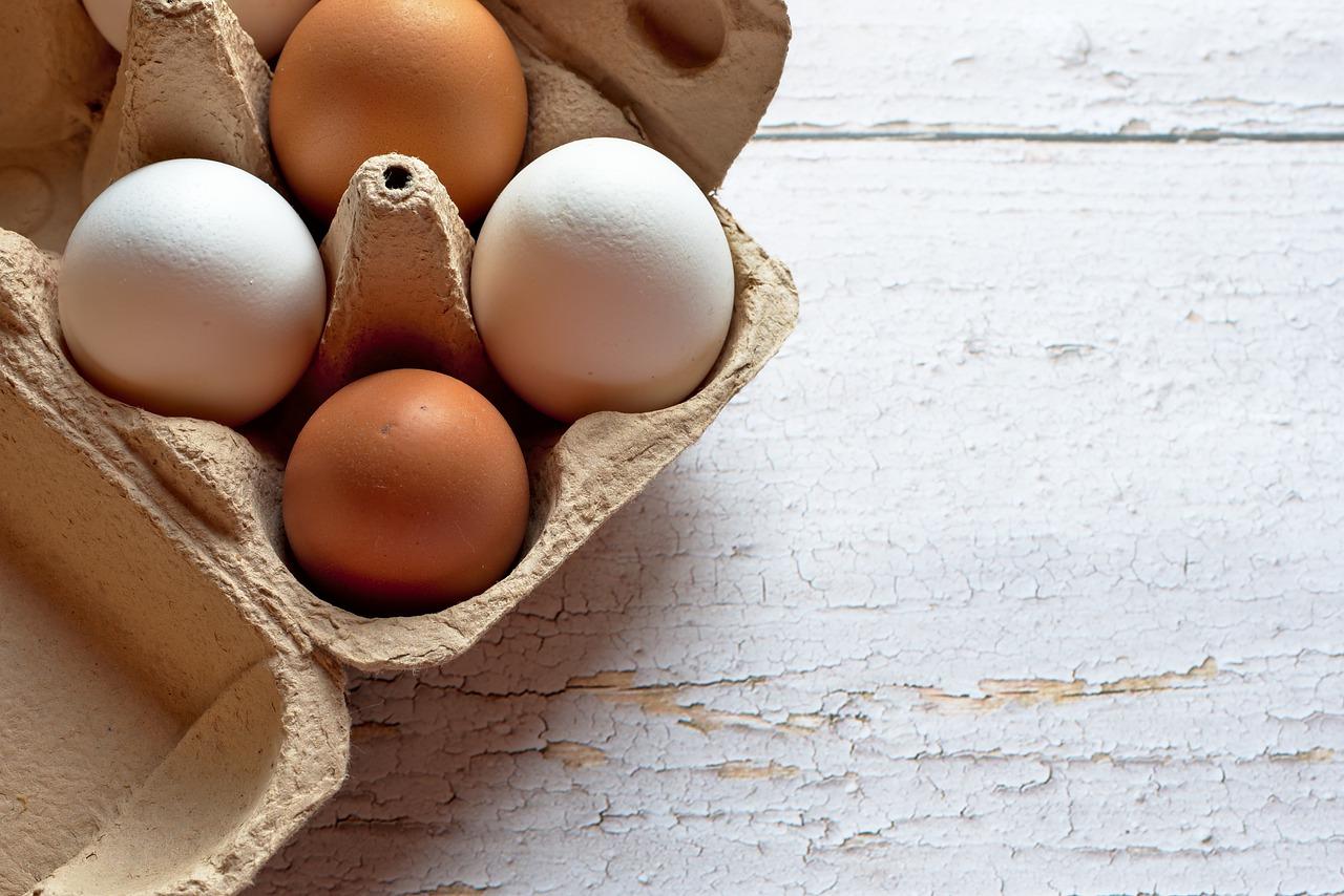 «Ведомости»: С полок в магазинах могут пропасть куриные яйца