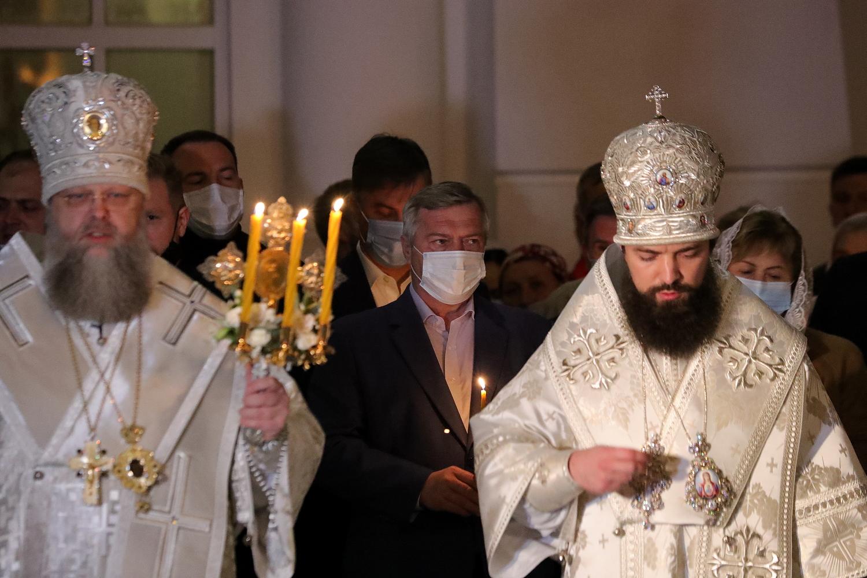 Василий Голубев поздравил православных Дона с Пасхой