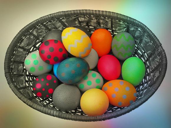 Священник объяснил, почему на Пасху положено печь куличи и варить яйца