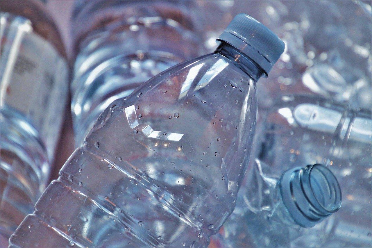 В России задумались о мерах по снижению цен на пластиковую упаковку