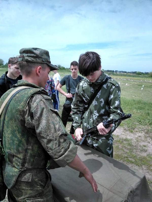На базе школы №14 поселка Синегорского прошли учебные военно-полевые сборы