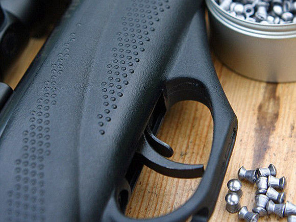 Под Волгоградом мужчина открыл стрельбу и ранил двух подростков
