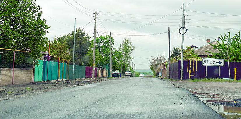 Дорога по улице Щаденко — в свежем асфальте