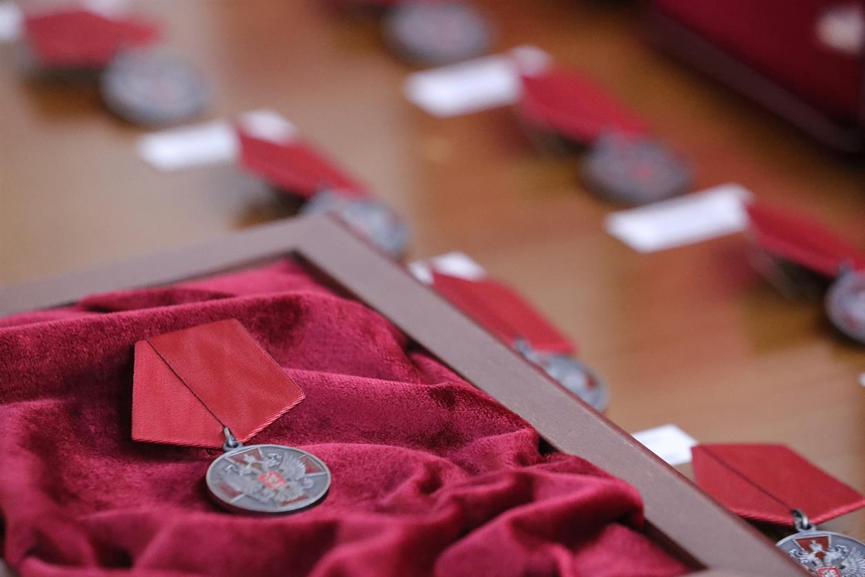 Губернатор Василий Голубев вручил государственные и областные награды 42 жителям региона