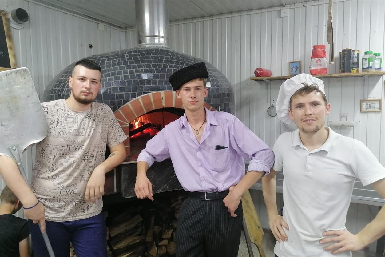 18-летнему пиццамейкеру из города Шахты помогли при запуске своего дела