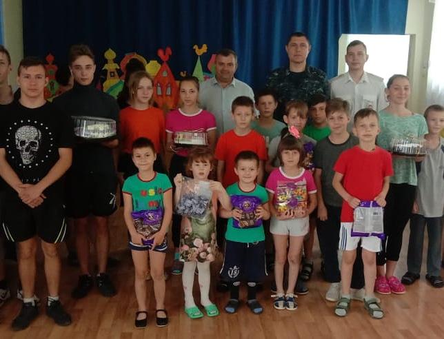 Сотрудники полиции поздравили воспитанников Белокалитвинского СРЦ