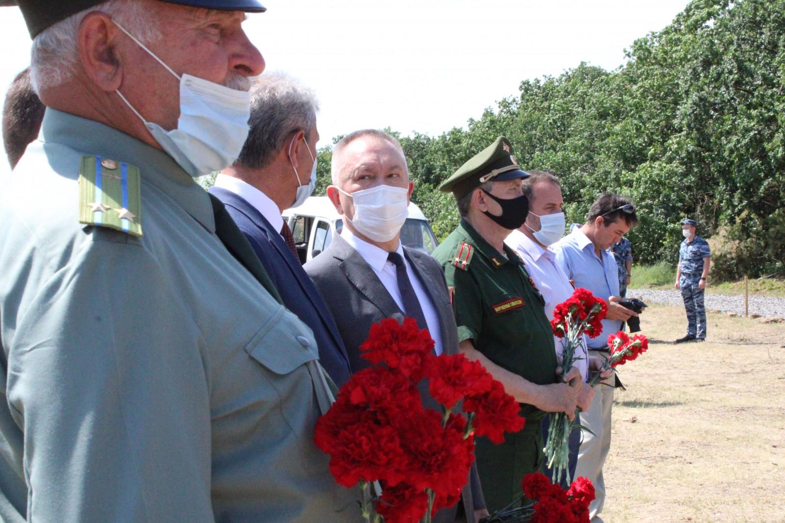 В Константиновске перезахоронили останки восьмерых красноармейцев, погибших в 1943 году