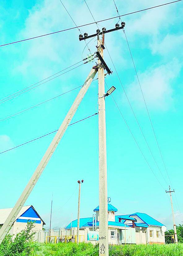 В поселке Коксовом депутат осветил остановку