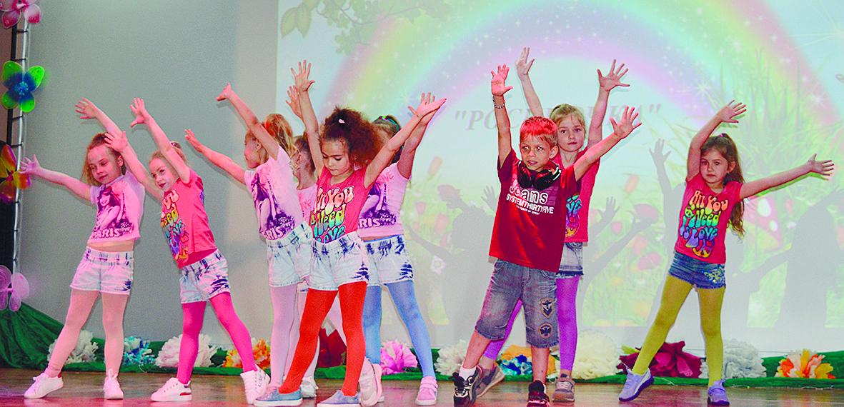 В ДК поселка Коксового прошел отчетный концерт танцевального коллектива ДДТ «Росиночка»