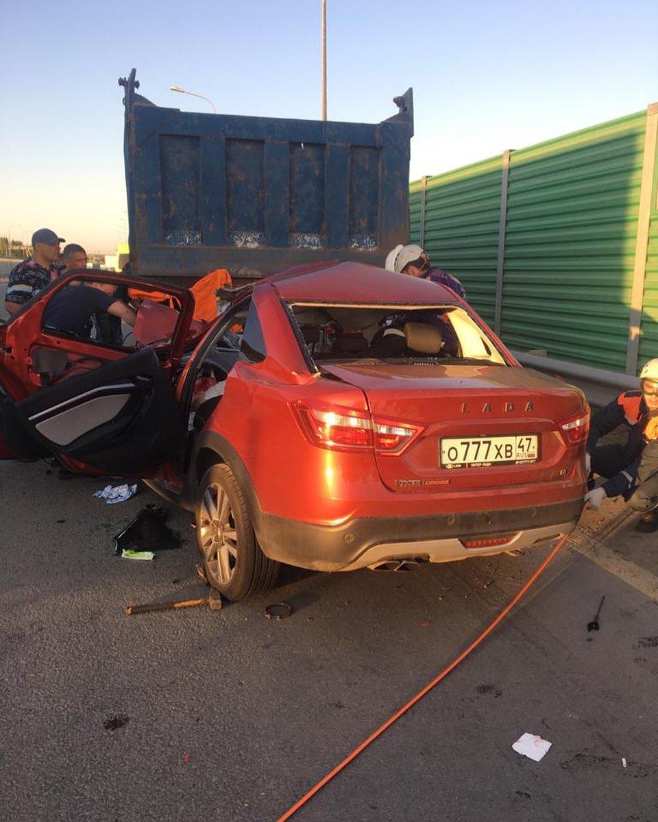 На трассе М-4 «Дон» автомобиль врезался в самосвал, погиб ребенок