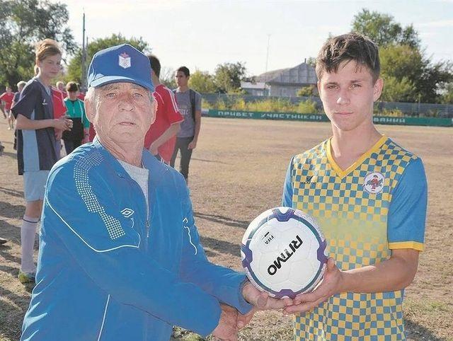 Тренера юных спортсменов Николая Мартынова отметила Благодарственным письмом