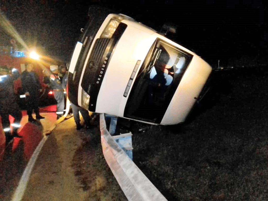В Ростовской области перевернулся микроавтобус с пассажирами