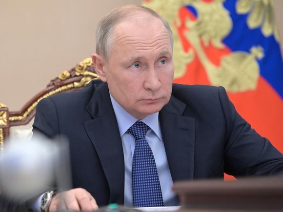 Путин внес законопроект, дающий ему право продлять сроки службы маршалам и генералам