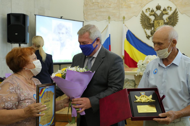 Донских юбиляров семейной жизни поздравил Василий Голубев