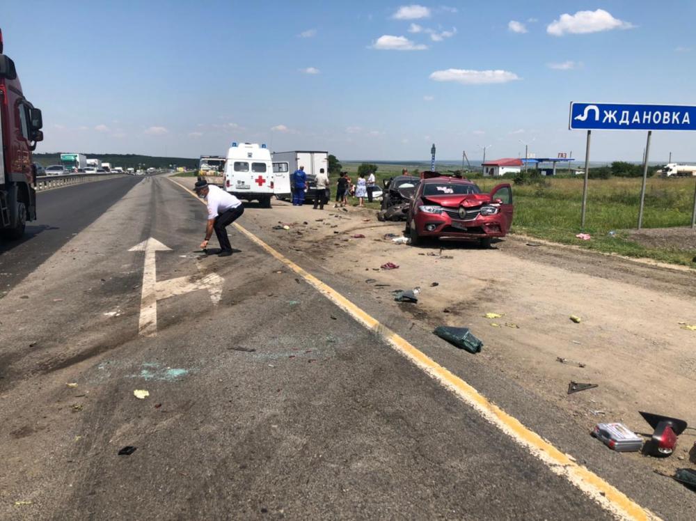 В Ростовской области в пробке столкнулись шесть авто