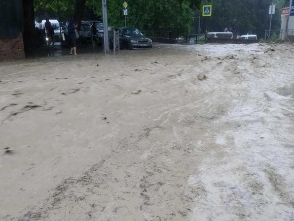 Тонет Крым: после ливней разрушены дома, дороги, жителей полуострова массово эвакуируют