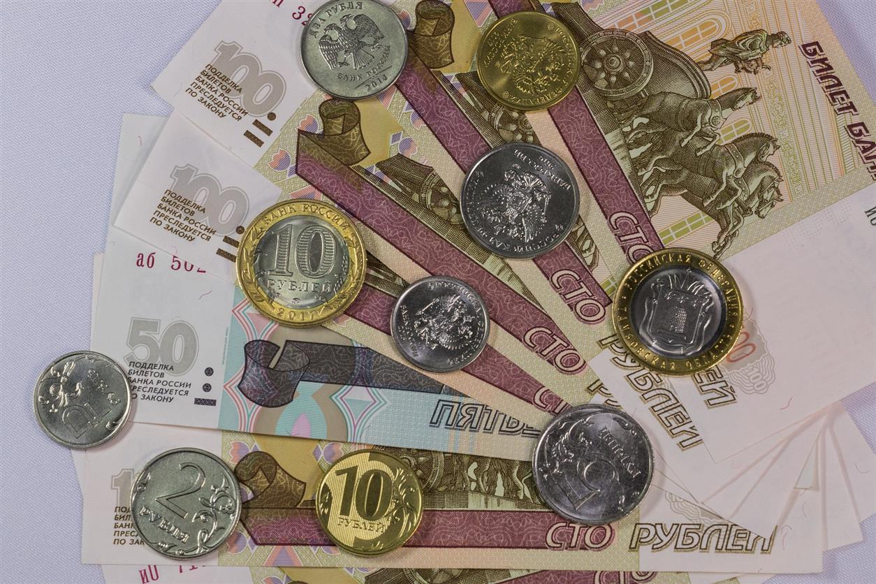 Воровка украла из кассы магазина в Коксовом 7 тысяч рублей