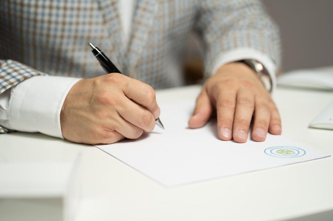 В Ростове осудили юриста, обманом забравшего у пенсионера дом