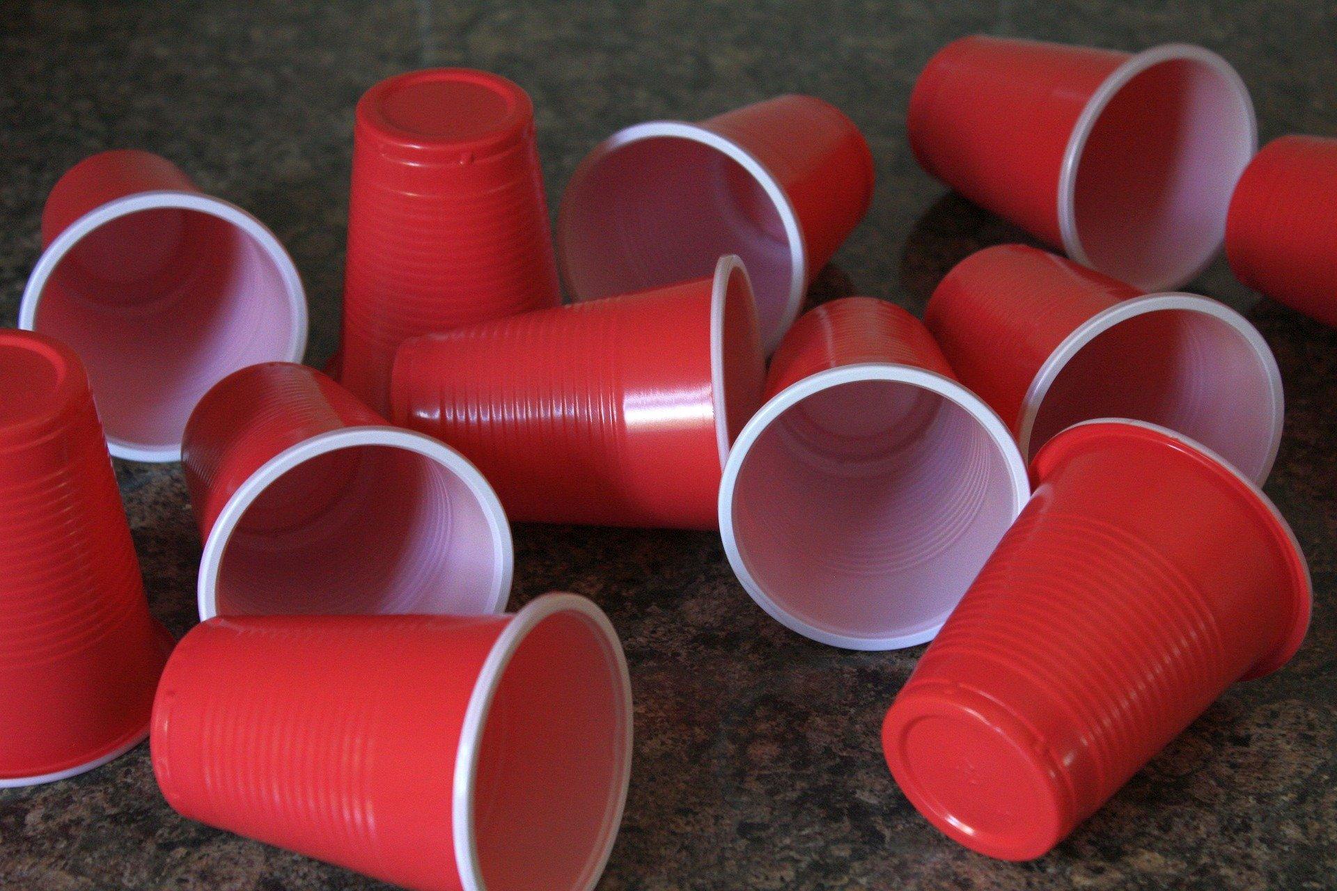 В ЕС официально запретили использовать одноразовую пластиковую посуду