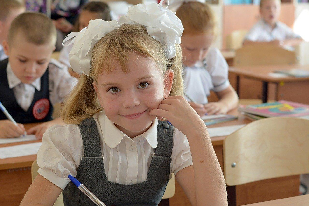 Минтруд: Выплаты на школьников начнутся с 16 августа