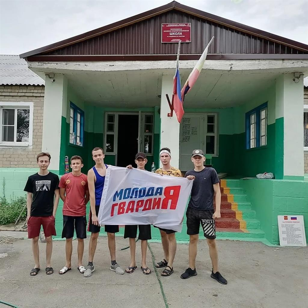 Молодогвардейцы Белокалитвинского района оказали адресную помощь Погореловской общеобразовательной школе