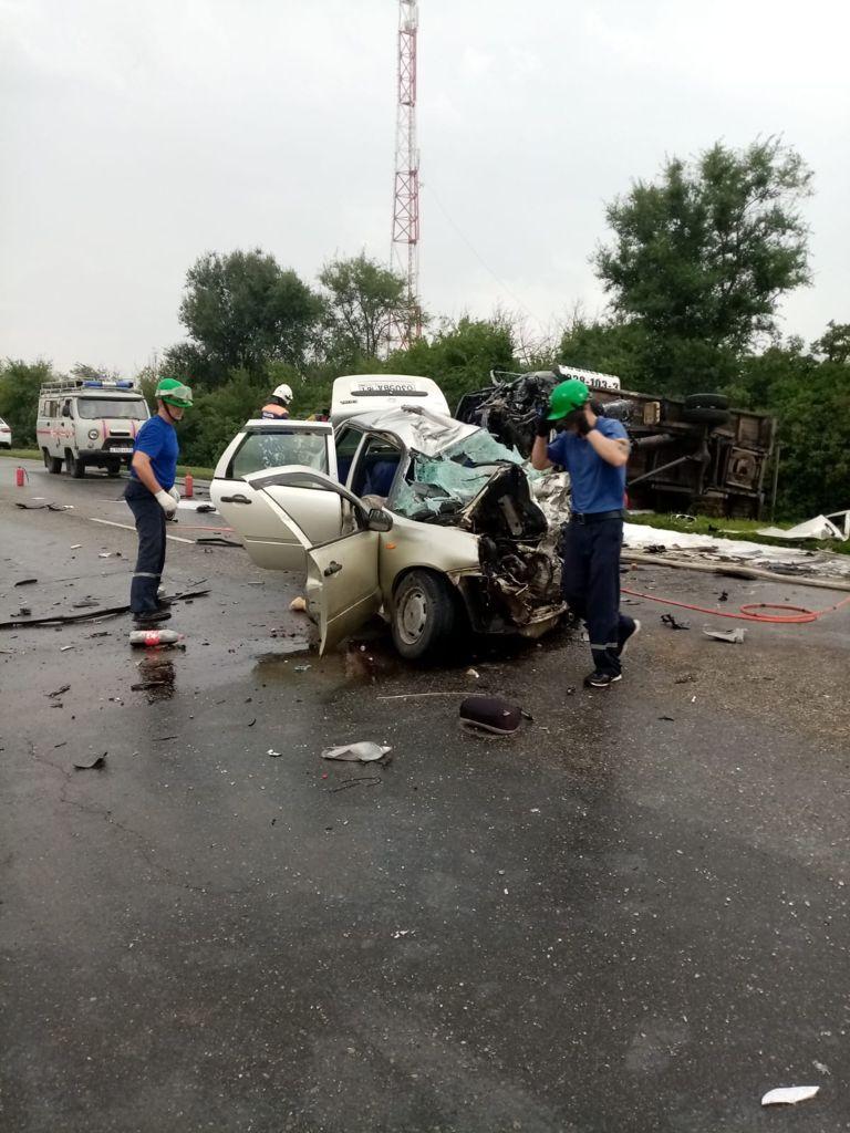 Смертельное ДТП унесло жизни пятерых человек в Ростовской области