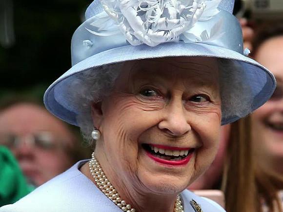 The Sun: Елизавета II готова подать в суд на своего внука принца Гарри