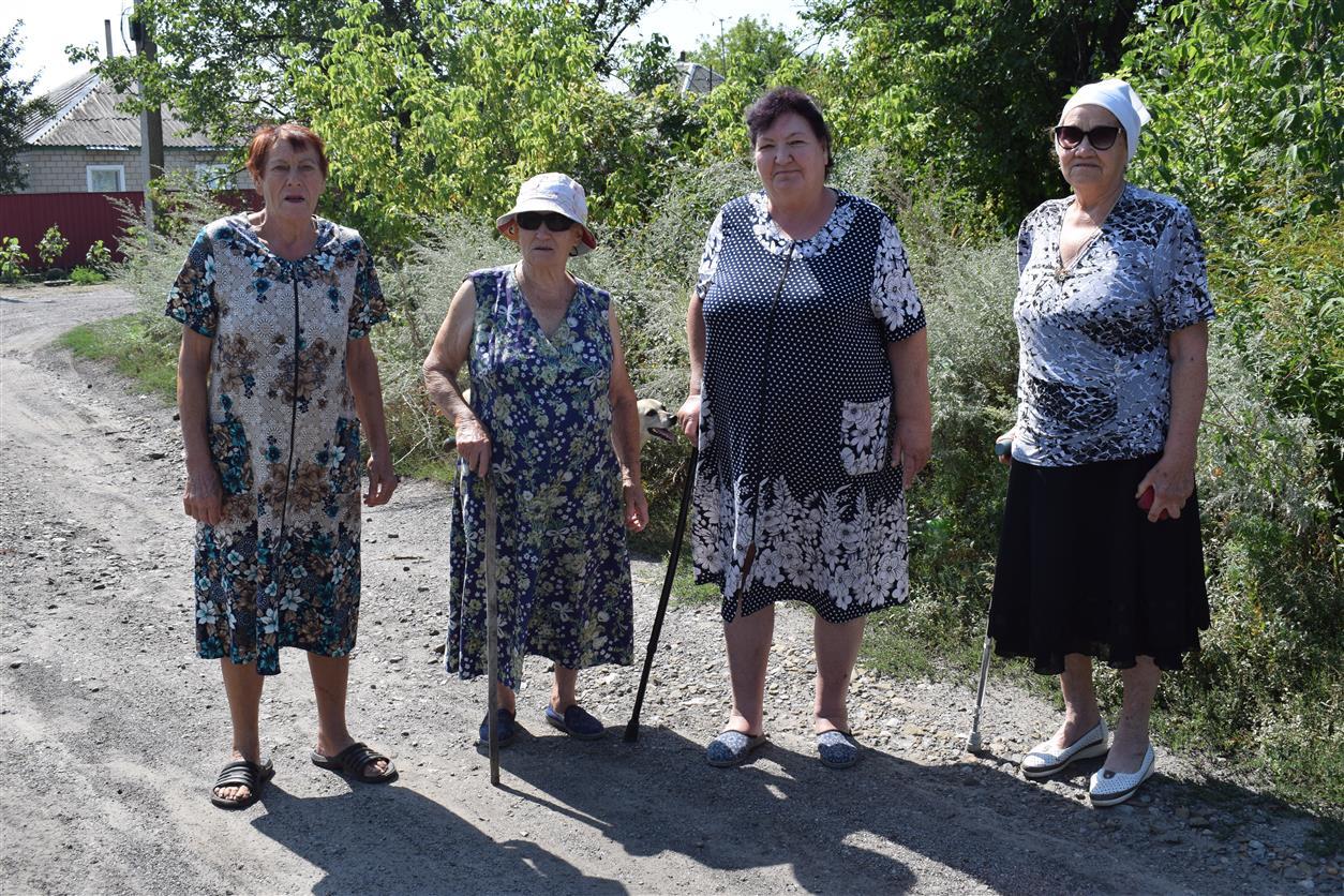 Жители Горняцкого: «У нас две беды: тараканы и дороги»
