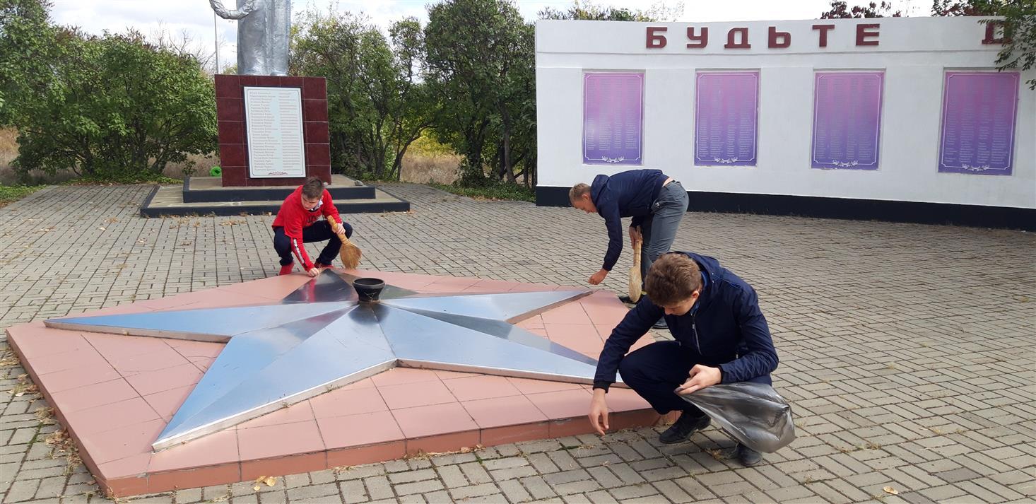 Юные казаки Белокалитвинского района приняли участие в субботниках
