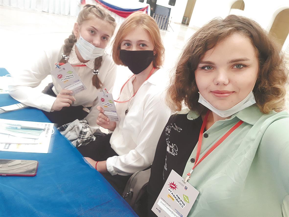 Ученицы школы №1 приняли участие в полуфинале губернаторского конкурсаРостовской области«Лидеры Дона»