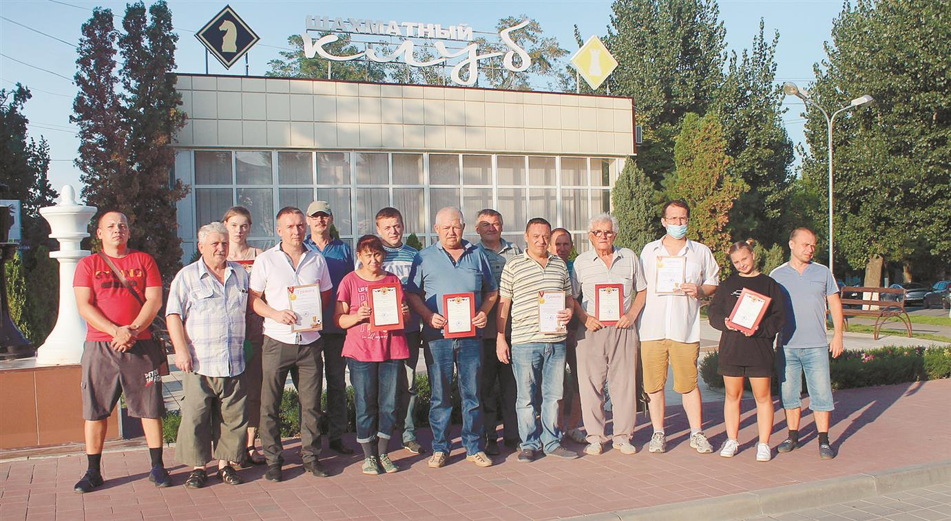 Выиграл без поражений титулованный белокалитвинский шахматист Игорь Мандрыкин