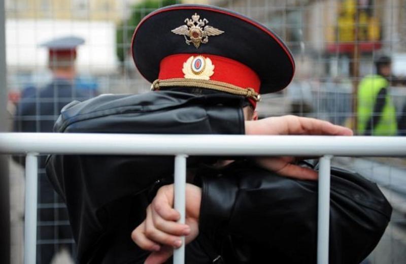 В Ростове-на-Дону суд отправил в колонию мужчину, который семь лет вымогал у одного из местных бизнесменов деньги, представляясь сотрудником полиции