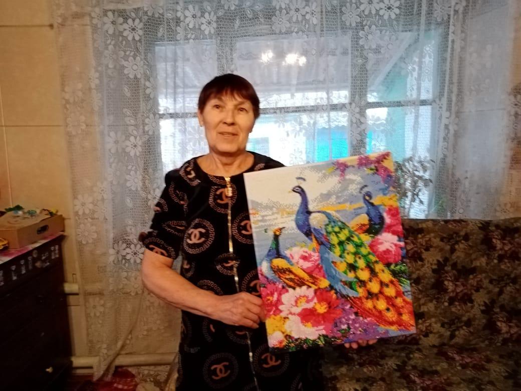 Вышивка крестиком — любимое занятие получателя социальных услуг отделения соцобслуживания на дому №4 «а» М.В. Бочаровой