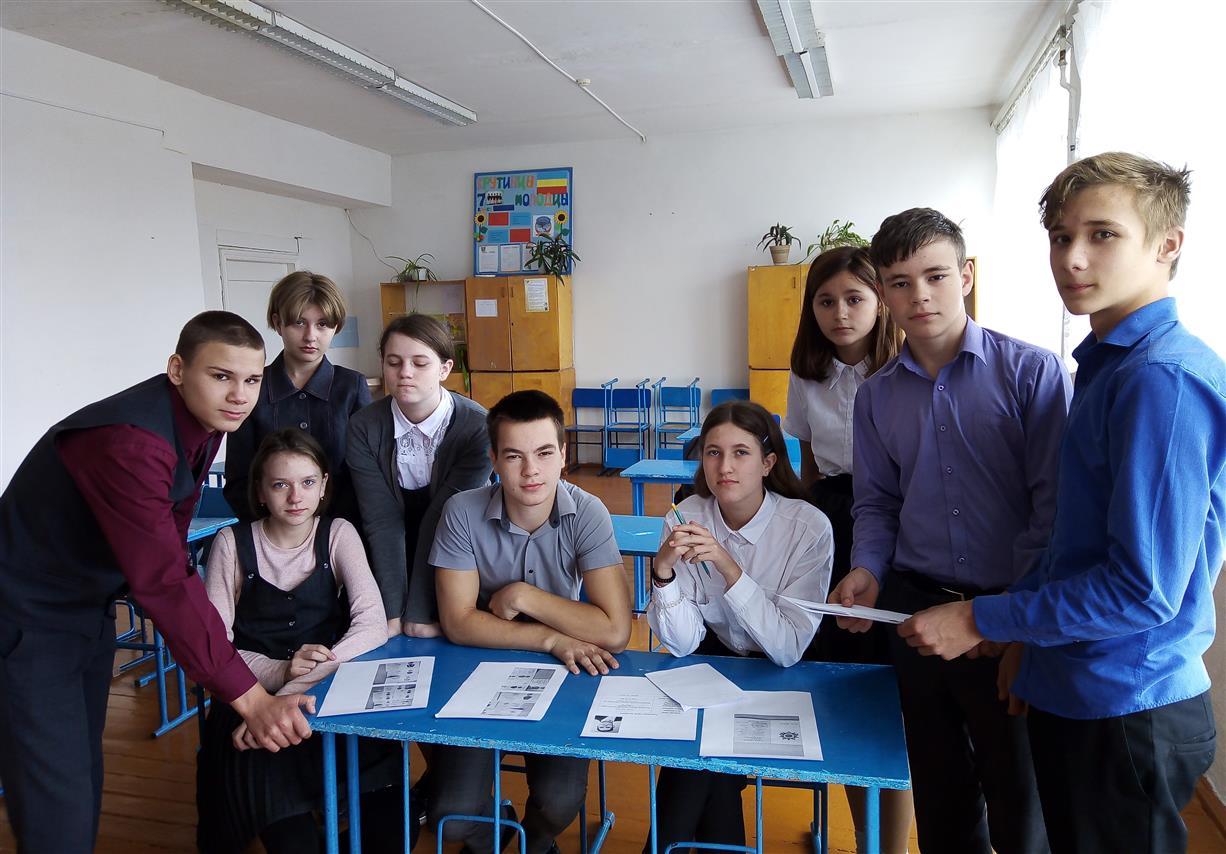 Учащиеся казачьих школ Белокалитвинского района передали в Дом детского творчества сведения о 117 участниках Великой Отечественной войны