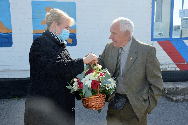 Глава администрации Белокалитвинского района поздравила с юбилеем заслуженного тренера России Владимира Ивановича Солдатова